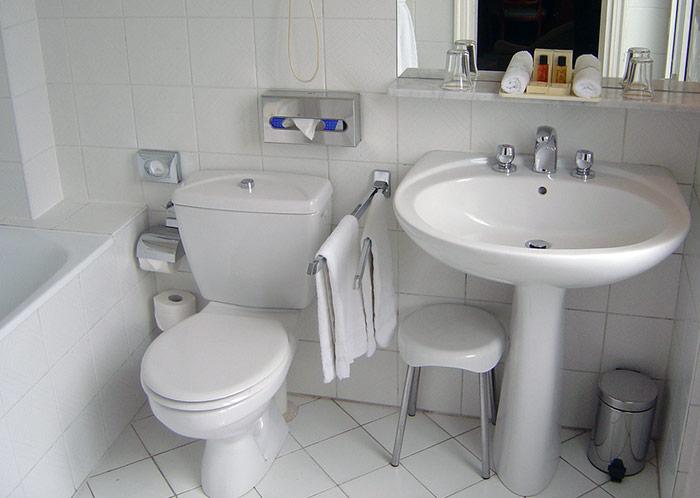 33-overflowing-toilet